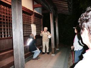 夜の神社で語られる歴史ミステリー
